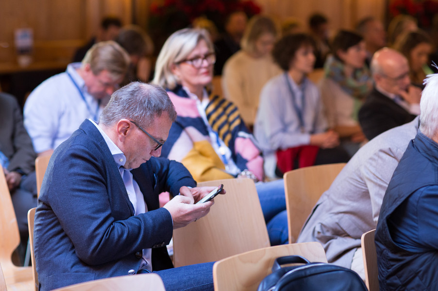 Bild 18   Pressestunde mit Finanzminister Schelling im Rahmen des Euroäischen Mediengipfels Lech am Arlberg