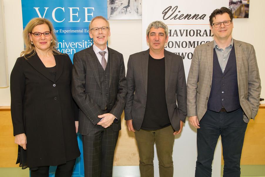 Bild 2 | Im Bild v.l.n.r.: Corinna Fehr, Präsidentin VBEN; Rudi Vogl; Uri Gneezy; Jean Robert Tyron;