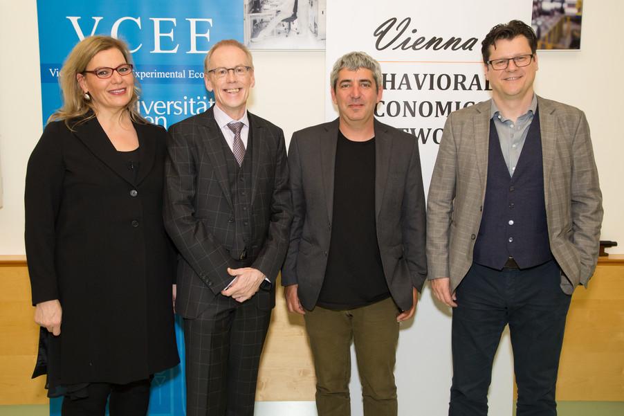 Bild 1 | Im Bild v.l.n.r.: Corinna Fehr, Präsidentin VBEN; Rudi Vogl; Uri Gneezy; Jean Robert Tyron;