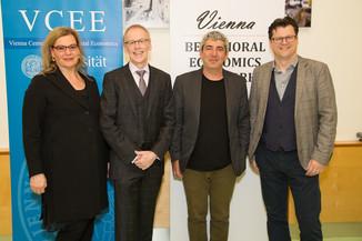Bild 3 | Im Bild v.l.n.r.: Corinna Fehr, Präsidentin VBEN; Rudi Vogl; Uri Gneezy; Jean Robert Tyron;