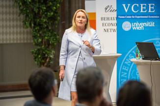 Bild 56 | VBEN | Iris Bohnet: What Works. Wie Verhaltensdesign die Gleichstellung revolutionieren kann.