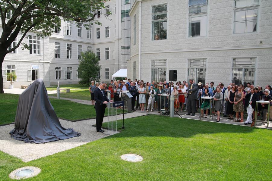 Bild 2 | Im Memory of Sigmund Freud - Enthüllung des Sigmund Freud Denkmals am MedUni Campus AKH