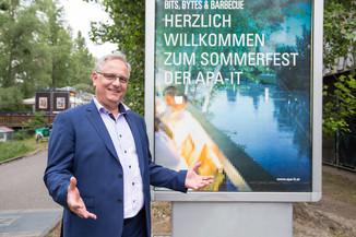 Bild 1 | Alexander Falchetto, Geschäftsführer APA-IT, lud zum Tech-Together beim traditionellen Sommerfest ...