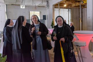 Bild 3 | Grundsteinlegung und Segnung für das Pflegewohnhaus der Franziskanerinnen.An einem der ...