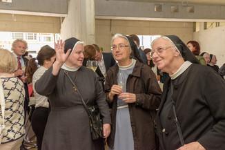 Bild 6 | Grundsteinlegung und Segnung für das Pflegewohnhaus der Franziskanerinnen.An einem der ...