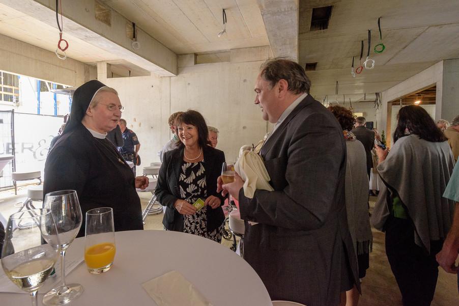 Bild 10 | Grundsteinlegung und Segnung für das Pflegewohnhaus der Franziskanerinnen.An einem der ...