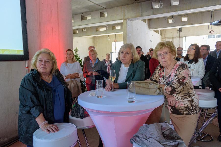 Bild 19 | Grundsteinlegung und Segnung für das Pflegewohnhaus der Franziskanerinnen.An einem der ...