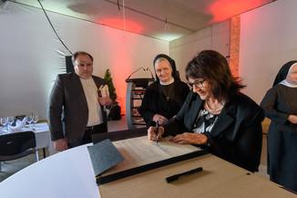 Bild 31 | Grundsteinlegung und Segnung für das Pflegewohnhaus der Franziskanerinnen.An einem der ...