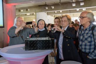 Bild 32 | Grundsteinlegung und Segnung für das Pflegewohnhaus der Franziskanerinnen.An einem der ...