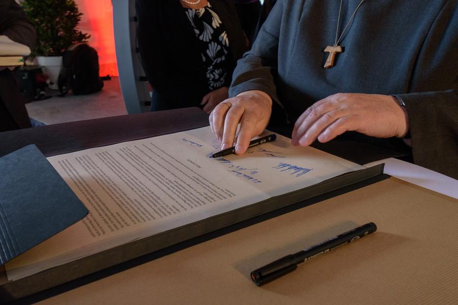 Bild 34 | Grundsteinlegung und Segnung für das Pflegewohnhaus der Franziskanerinnen.An einem der ...