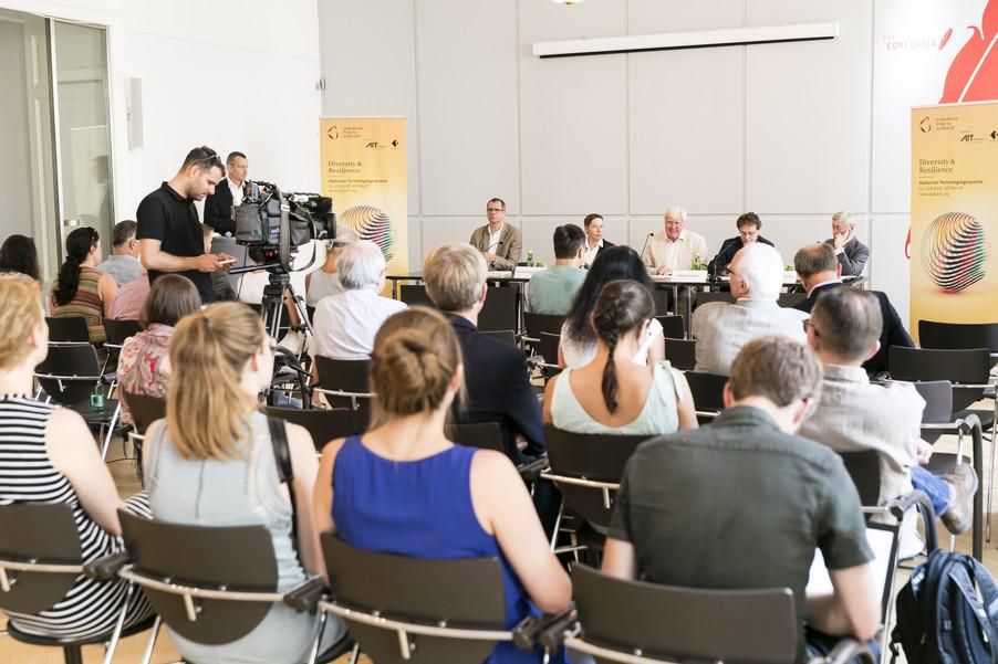 Bild 16   Presse-Präsentation Jahrbuch Alpbacher Technologiegespräche