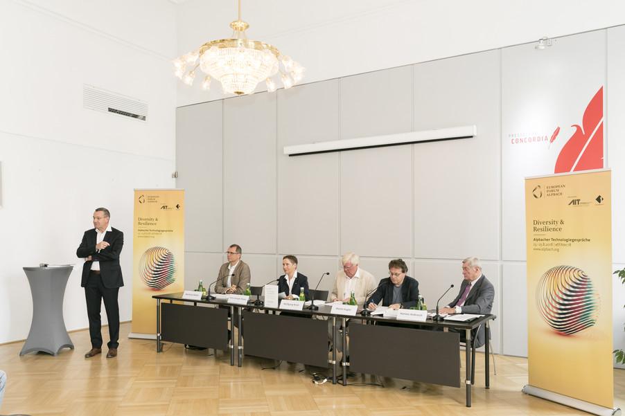 Bild 17   Presse-Präsentation Jahrbuch Alpbacher Technologiegespräche