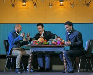 """Bild 1   Filippo Fontana in der Rolle des """"Don Parmenione"""", Matteo Macchioni in der Rolle des """"Conte ..."""