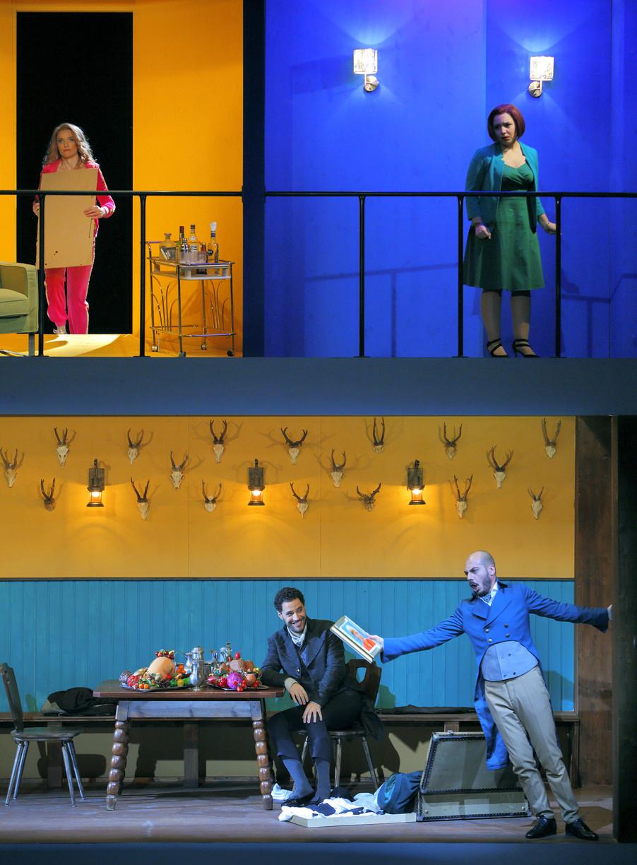 """Bild 3   Alena Sautier in der Rolle der """"Ernestina"""", Barbara Massaro in der Rolle der """"Berenice"""", ..."""