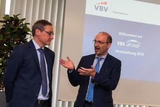 Bild 6 | v.l.n.r.Mag. Harald Amon VBV-Pensionskasse, Veranlagung und Martin Cerny VBV-Pensionskasse, ...