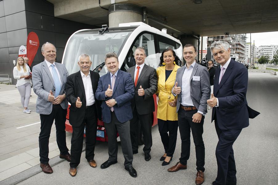 Bild 2 | Autonome E-Busse starten Fahrgasttestbetrieb