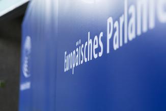 Bild 2   JournalistInnenheuriger mit Europaabgeordneten