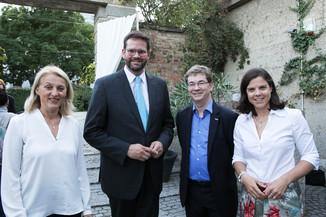 Bild 5   JournalistInnenheuriger mit Europaabgeordneten