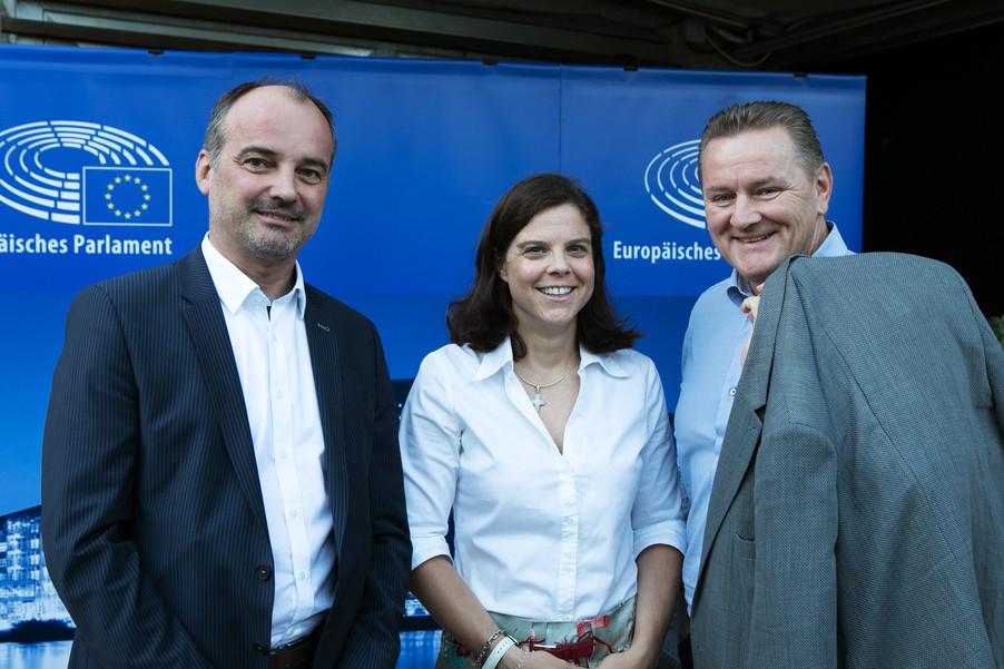 Bild 9   JournalistInnenheuriger mit Europaabgeordneten