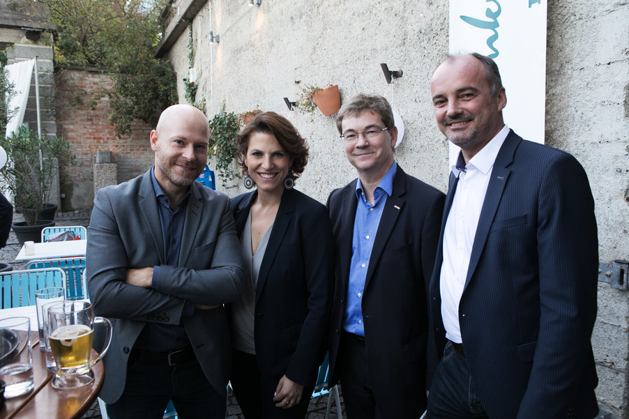 Bild 16   JournalistInnenheuriger mit Europaabgeordneten