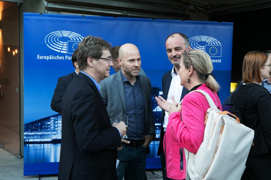 Bild 23   JournalistInnenheuriger mit Europaabgeordneten