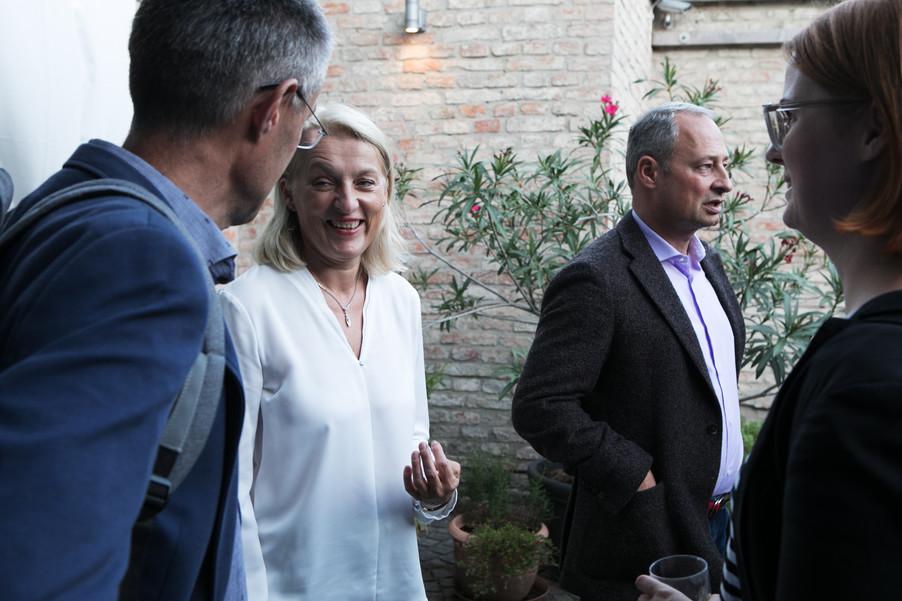 Bild 24   JournalistInnenheuriger mit Europaabgeordneten