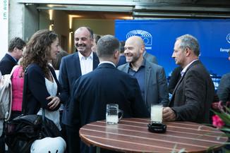 Bild 28   JournalistInnenheuriger mit Europaabgeordneten