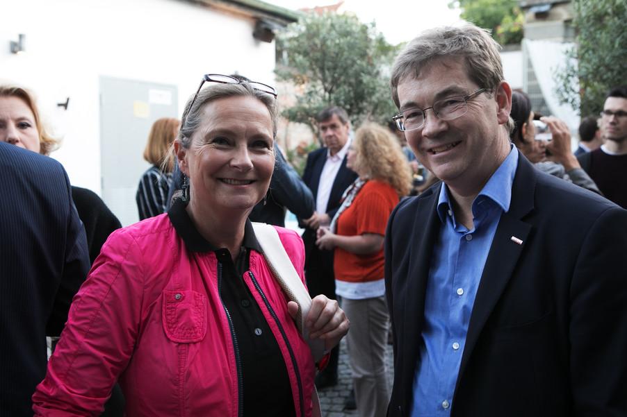 Bild 30   JournalistInnenheuriger mit Europaabgeordneten