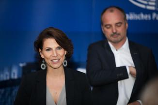 Bild 54   JournalistInnenheuriger mit Europaabgeordneten