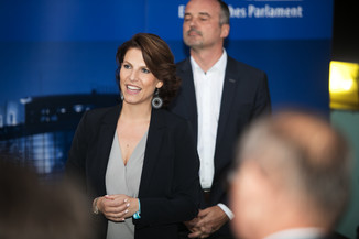 Bild 55   JournalistInnenheuriger mit Europaabgeordneten