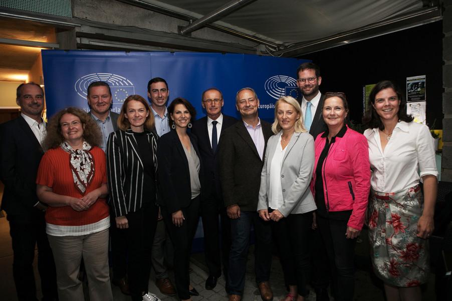 Bild 69   JournalistInnenheuriger mit Europaabgeordneten