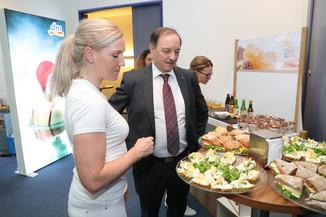 Bild 5   WALS/SALZBURG - 2019-10-24: Bilanzpressekoferenz DM Drogeriemarkt in der Firmenzentrale in Wals bei ...