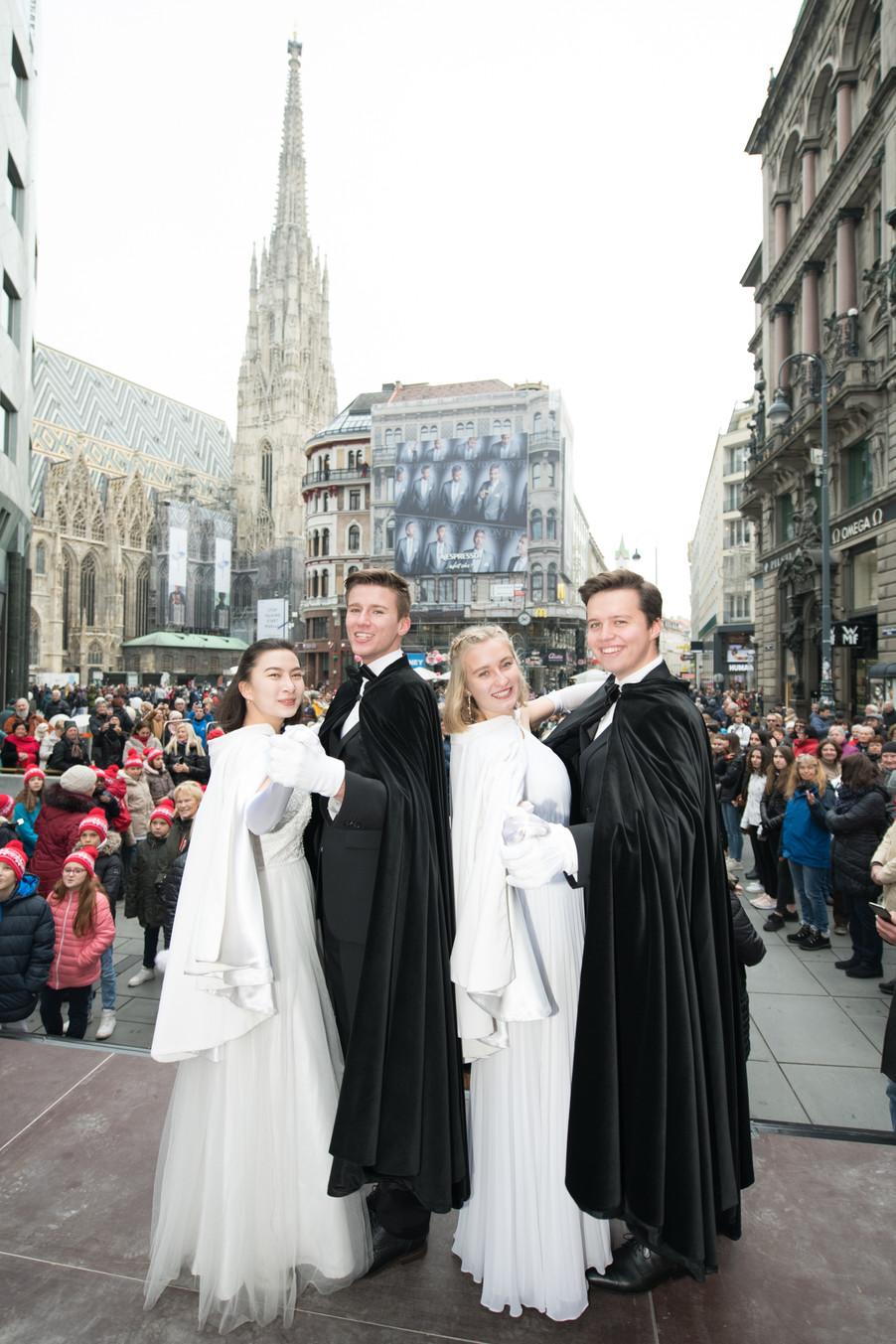 Bild 7   Faschingsbeginn mit den Wiener Tanzschulen: Stephansplatz wird zum größten Open-Air-Tanzsaal ...