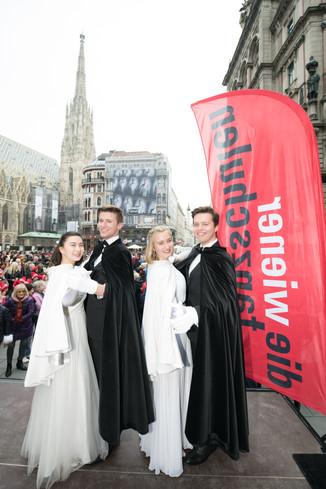 Bild 4   Faschingsbeginn mit den Wiener Tanzschulen: Stephansplatz wird zum größten Open-Air-Tanzsaal ...