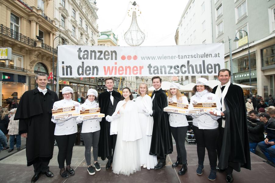 Bild 8   Faschingsbeginn mit den Wiener Tanzschulen: Stephansplatz wird zum größten Open-Air-Tanzsaal ...