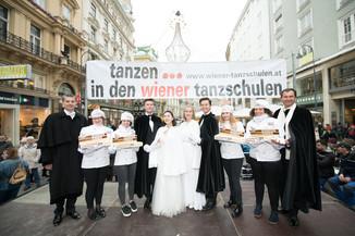 Bild 9   Faschingsbeginn mit den Wiener Tanzschulen: Stephansplatz wird zum größten Open-Air-Tanzsaal ...