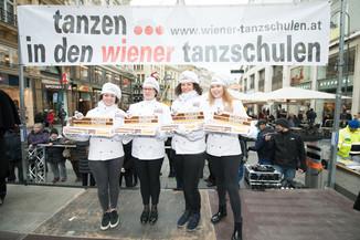 Bild 11   Faschingsbeginn mit den Wiener Tanzschulen: Stephansplatz wird zum größten Open-Air-Tanzsaal ...