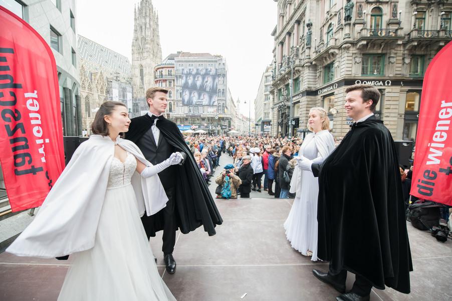 Bild 13   Faschingsbeginn mit den Wiener Tanzschulen: Stephansplatz wird zum größten Open-Air-Tanzsaal ...