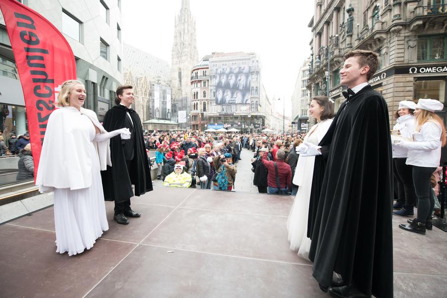 Bild 15   Faschingsbeginn mit den Wiener Tanzschulen: Stephansplatz wird zum größten Open-Air-Tanzsaal ...