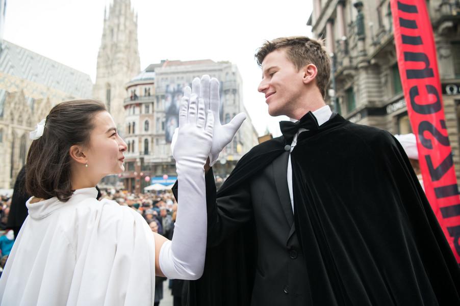 Bild 22   Faschingsbeginn mit den Wiener Tanzschulen: Stephansplatz wird zum größten Open-Air-Tanzsaal ...