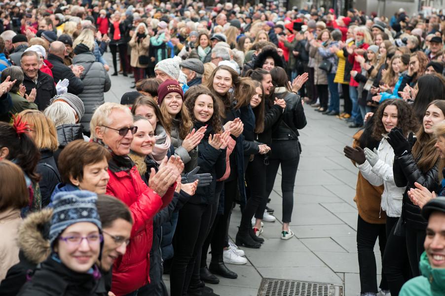 Bild 25   Faschingsbeginn mit den Wiener Tanzschulen: Stephansplatz wird zum größten Open-Air-Tanzsaal ...
