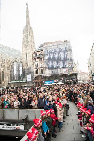 Bild 31   Faschingsbeginn mit den Wiener Tanzschulen: Stephansplatz wird zum größten Open-Air-Tanzsaal ...
