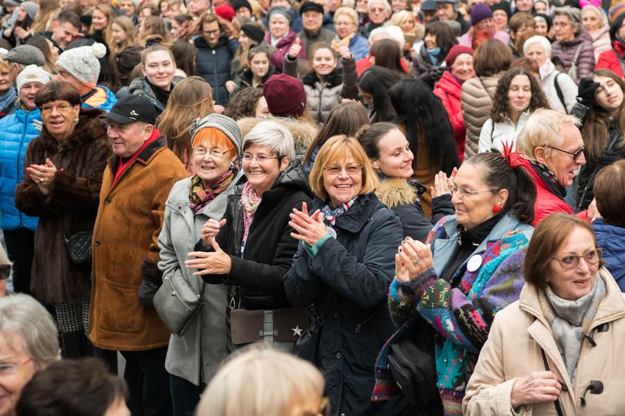 Bild 32   Faschingsbeginn mit den Wiener Tanzschulen: Stephansplatz wird zum größten Open-Air-Tanzsaal ...