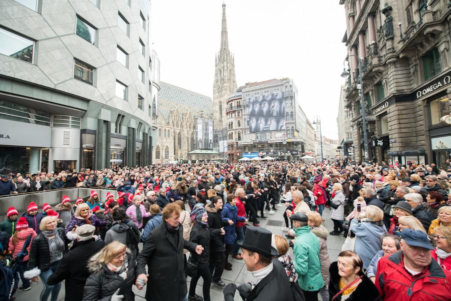 Bild 37   Faschingsbeginn mit den Wiener Tanzschulen: Stephansplatz wird zum größten Open-Air-Tanzsaal ...