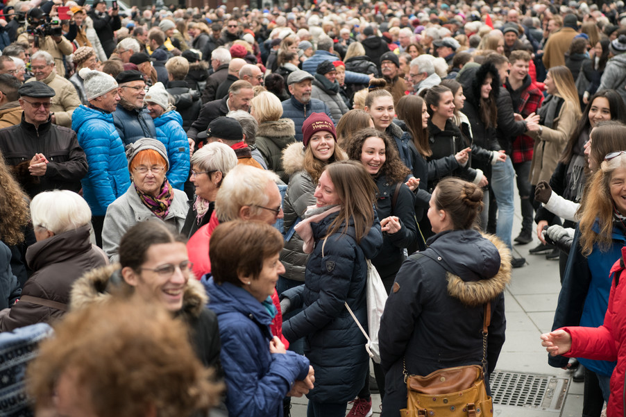 Bild 38   Faschingsbeginn mit den Wiener Tanzschulen: Stephansplatz wird zum größten Open-Air-Tanzsaal ...