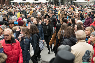 Bild 40   Faschingsbeginn mit den Wiener Tanzschulen: Stephansplatz wird zum größten Open-Air-Tanzsaal ...