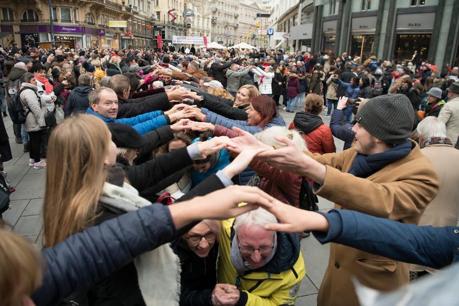 Bild 44   Faschingsbeginn mit den Wiener Tanzschulen: Stephansplatz wird zum größten Open-Air-Tanzsaal ...