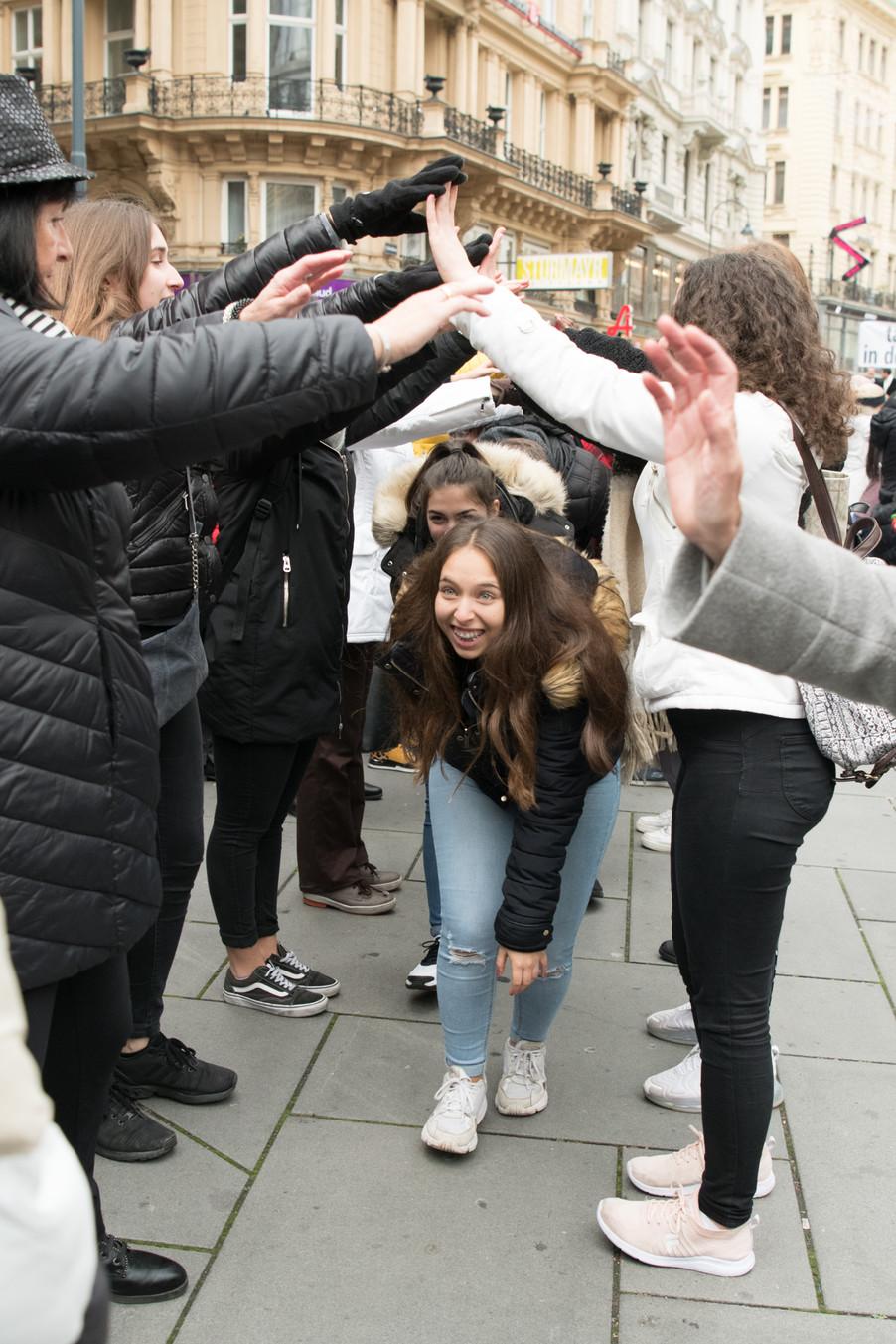 Bild 45   Faschingsbeginn mit den Wiener Tanzschulen: Stephansplatz wird zum größten Open-Air-Tanzsaal ...