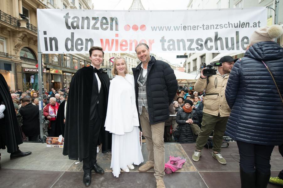 Bild 50   Faschingsbeginn mit den Wiener Tanzschulen: Stephansplatz wird zum größten Open-Air-Tanzsaal ...
