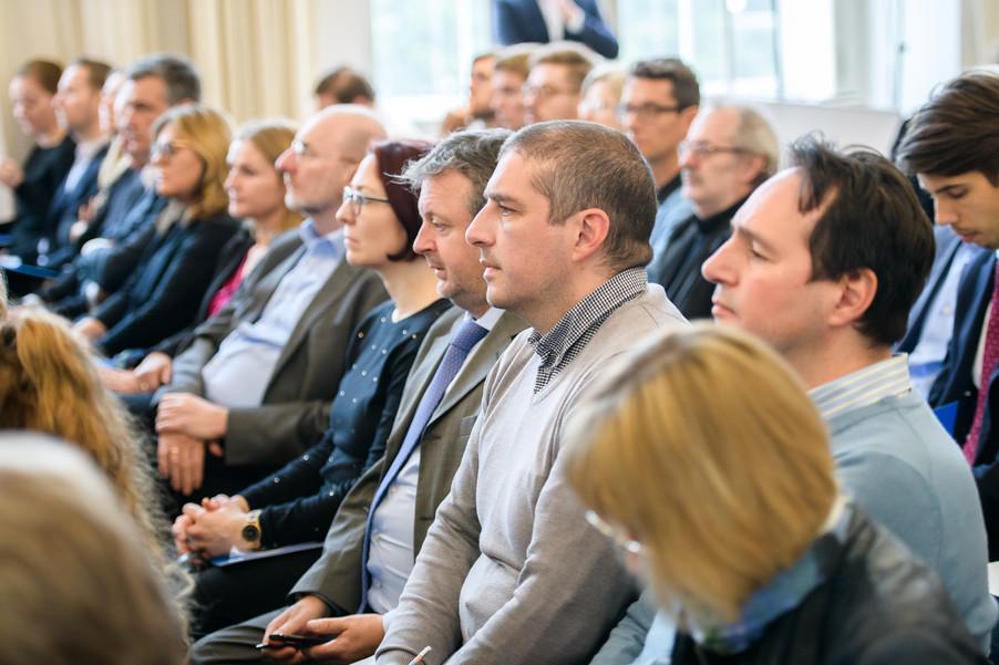 Bild 15 | Präsentation des Faktenchecks Green Finance